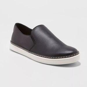 Black Slip-on tennis shoes